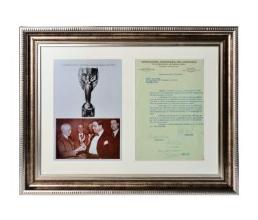 1930年第一届世界杯主席签署官方文件 《 国际足联决议乌拉圭承办第一届世界杯 》
